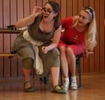 Elisir d'amore 2015, rehearsals in Vienna, Maria Taytakova (Adina) and Lenka Pavlovič (Gianetta)